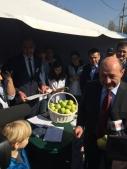 Presedintele Basescu semneaza impotriva introducerii accizei la benzina