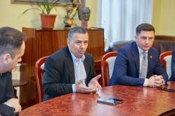 Deputatul Petru Movila cere Guvernului salarii mai mari pentru poștașii care își riscă viața pe timp de pandemie